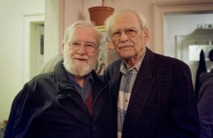 Standen sich im Krieg feindlich gegenüber - stehen heute im Strickkreis freundschaftlich nebeneinander: Herr Martin und Herr Maximow